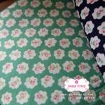 ผ้าคอตตอนไทย 100% 1/4 ม.(50x55ซม.) พื้นสีเขียว ลายดอกไม้เล็ก