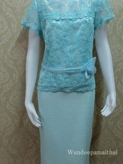 ชุดผ้าไหมญี่ปุ่น แต่งด้วยลูกไม้ฝรั่งเศส แต่งดอกไม้คาดเอว สีฟ้า เสื้อ+กระโปรงยาว เบอร์ 40