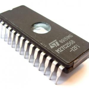 M27C256-12 (120ns) DIP28 EPROM 256Kbit(32KB)