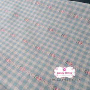 ผ้าทอญี่ปุ่น 1/4ม.(50x55ซม.) สีฟ้าตาราง แต่งลายดอกเล็กสีชมพู